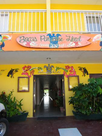 Bocas Paradise Hotel: Font of the hotel