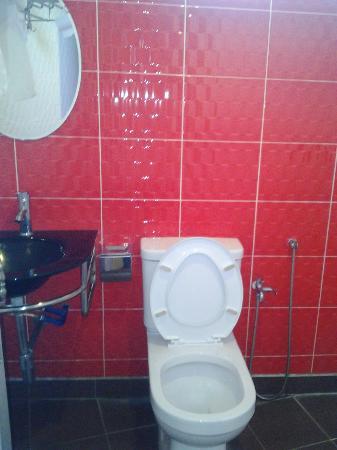 Hotel de Art: bathroom