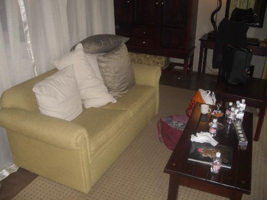 Jock Safari Lodge: Table and setee in bedroom