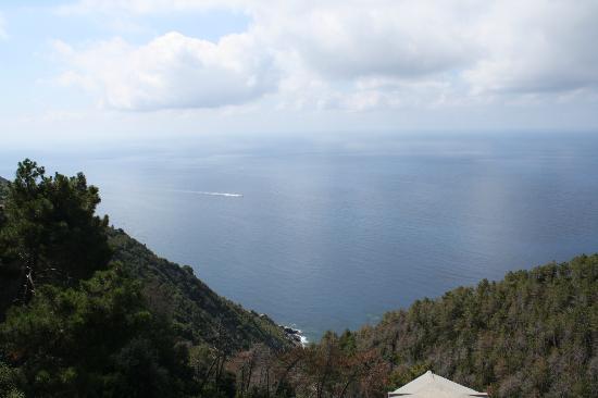 Due Gemelli: Вид на море с мансарды номера отеля