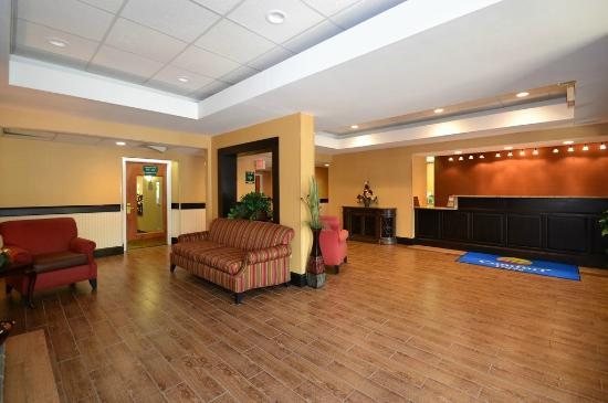Comfort Inn Biltmore West: Our newly renovated lobby area!