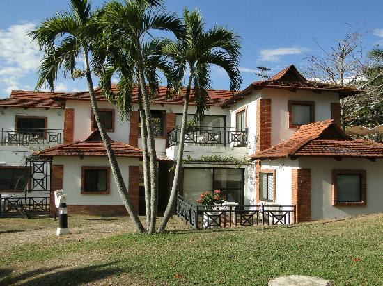 Hotel On Vacation Girardot Resort: El hotel cuenta con 11 cabañas, cada una con 6 habitaciones diferentes