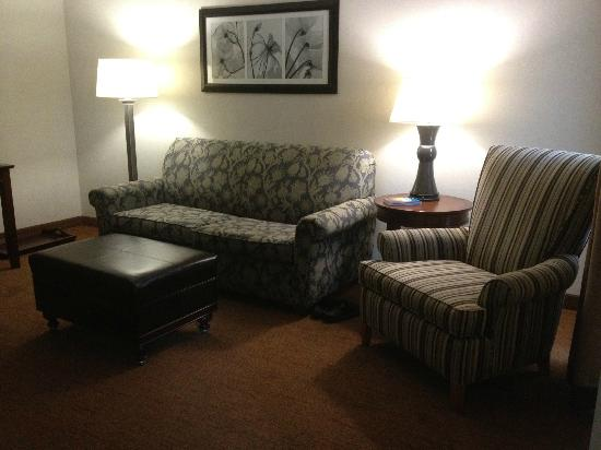 Homewood Suites by Hilton Memphis-Poplar: Living area