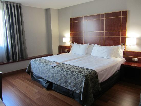 Silken Reino de Aragon Hotel: camas