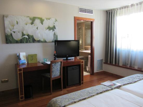 Silken Reino de Aragon Hotel: escritorio