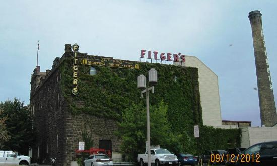 Fitger's Inn: Look up to see the sign