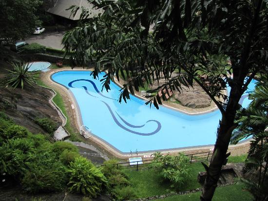Earl's Regency: pool