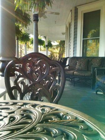 Biltmore Village Inn: Porch area