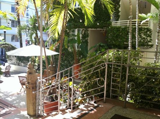Cardozo Hotel: front entrance