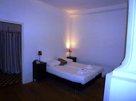 PH Apartment Suites: chambre