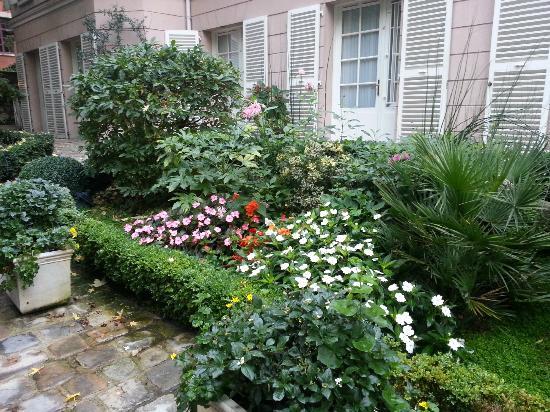 Hotel des Grandes Ecoles: Inside courtyard