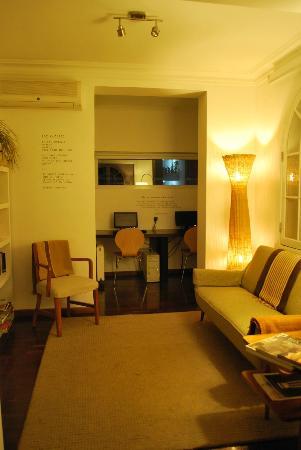 Meridiano Sur, Petit Hotel: Sala de tv, leitura e ao fundo sala de internet