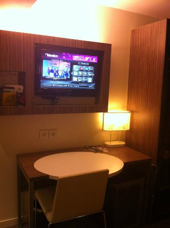 Holiday Inn Paris Opera-Grands Boulevards: tv