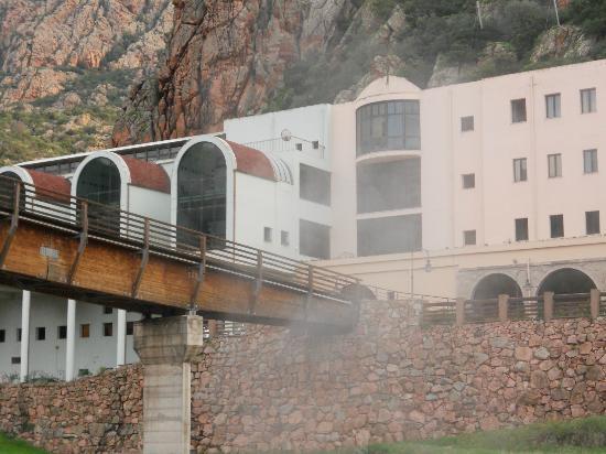 Santa Maria Coghinas, Itália: Hotel visto dal fiume