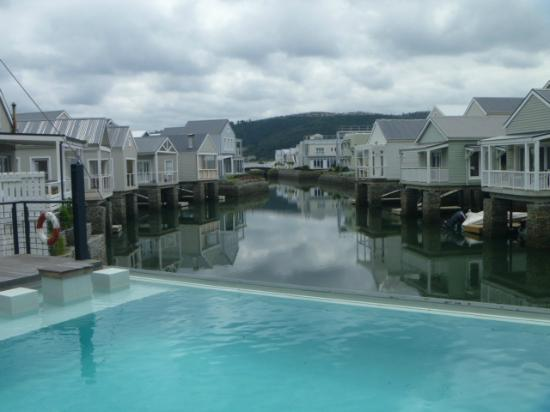 The Turbine Boutique Hotel and Spa: Looks like the pool overflows into the canal.