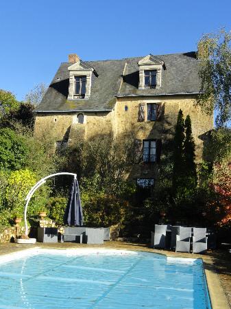 Au Manoir des Forges : Maison et piscine