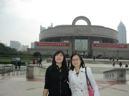 Authentic Shanghai Tour: Shanghai guide Flora