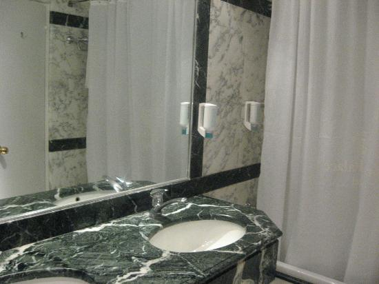 Corfu Palace Hotel: Bathroom