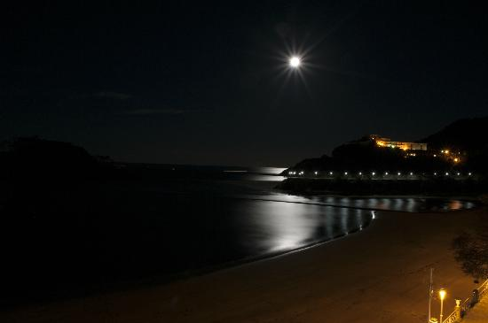 Aisia Zita Hotel Emperatriz: Vue de la chambre sur la plage