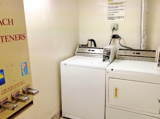 Super 8 Chesapeake : Laundry Facility
