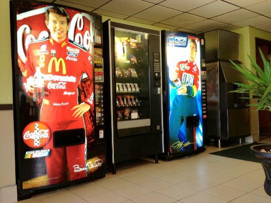 Super 8 Chesapeake : Vending Machine-Ice Machine