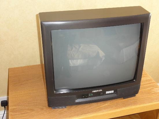 South Milford Hotel: TV with on button disconnected and only 4 channels!