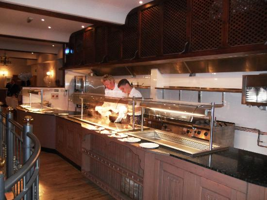 Skylark Hotel: Pegasus Restaurant open plan Kitchen