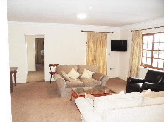 Skylark Hotel: Suite
