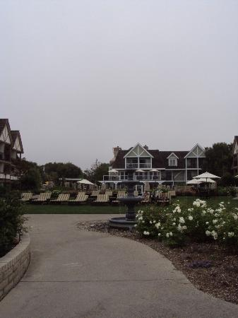 Carlsbad Inn Beach Resort: Grounds of hotel