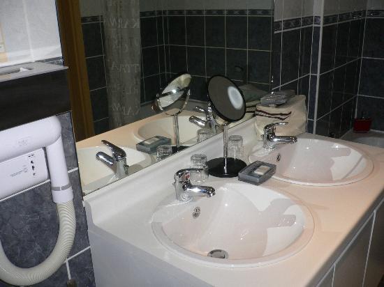 Les Jardins D'Ulysse: Salle de bains, Propre