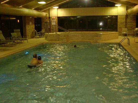 BEST WESTERN PLUS Antioch Hotel & Suites: The hotel pool and hot tub area
