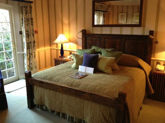 Belmond Le Manoir aux Quat'Saisons: Our room, with a birthday surprise