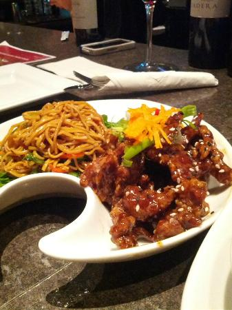 Rusty's Sports Lounge: Ginger beef with noodles