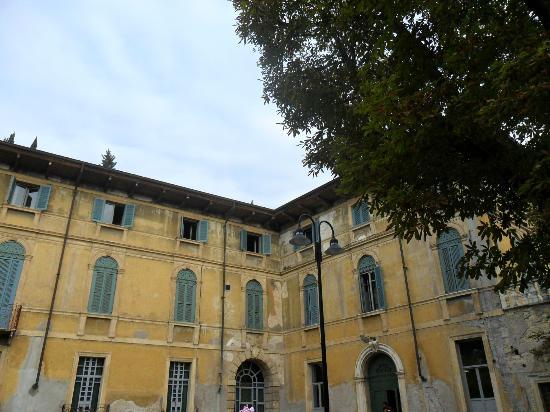 Ostello della gioventu Villa Francescatti: entrance