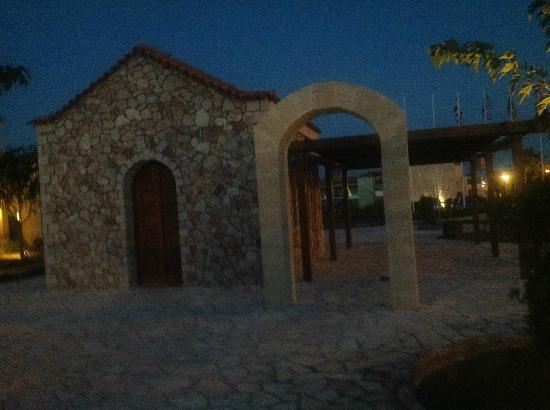 Holiday Village Rhodes: Chapel onsite - really nice weddings were held here