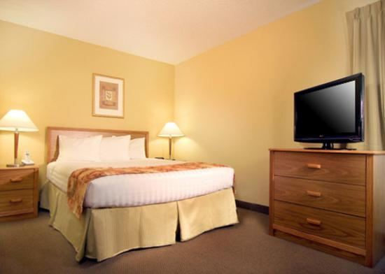 MainStay Suites Greenville Airport: King