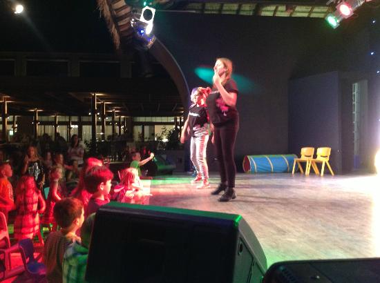 Holiday Village Rhodes: Entertainers never ran out of energy, and had fabulous voices!