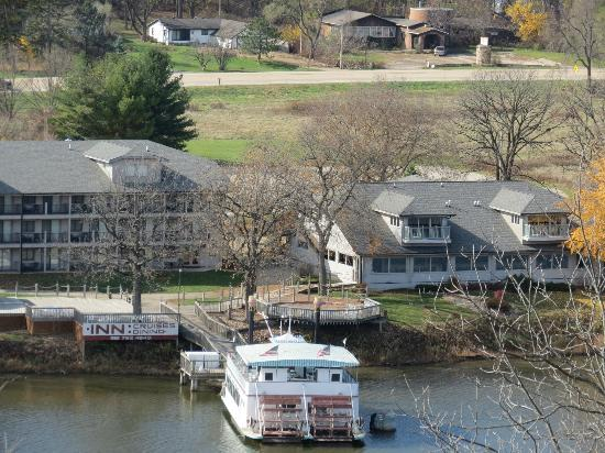 Oregon, IL: view of the restaurant, boat & motel from Lowden State Park