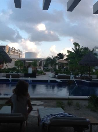 Beloved Playa Mujeres: Stepping Stones To The Pool..Swim Up Suite Much Bigger Than The Casitas!