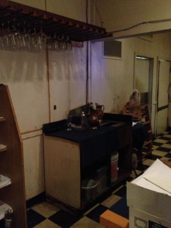 Sapphire Restaurant & Lounge: not so clean...