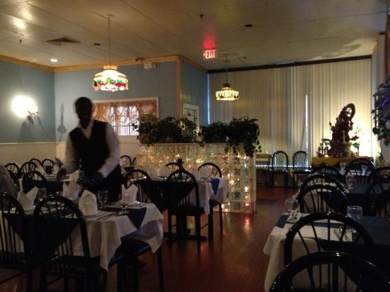 Sapphire Restaurant & Lounge: ok dining room..