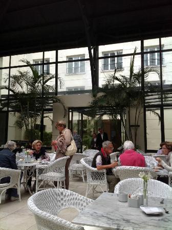 Loi Suites Recoleta Hotel: C'est une vraie serre. On mange entouré des plantes et d'oiseaux