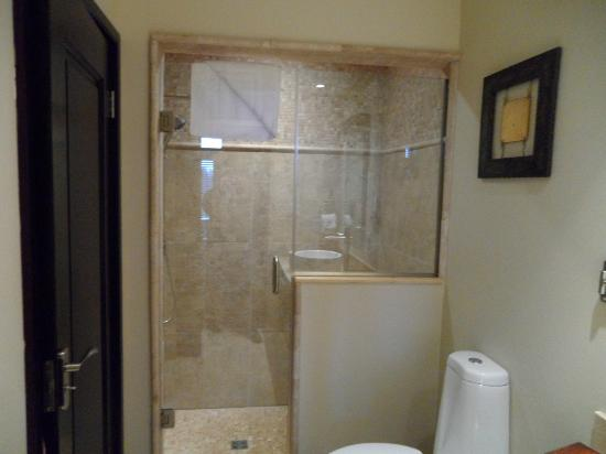 Copper Point Resort: Shower Stall