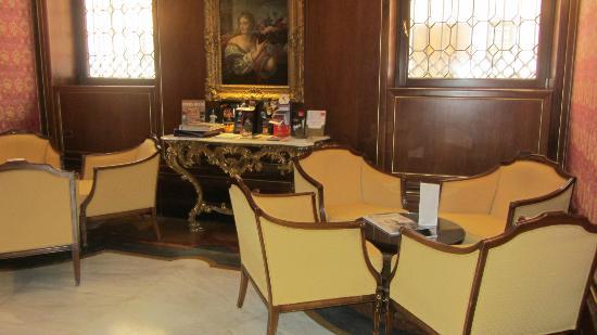 Kette Hotel: Sala de lectura, juegos.