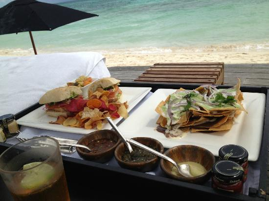 Rosewood Mayakoba: Lunch poolside