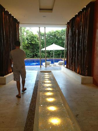 Rosewood Mayakoba: Spa reception area and pool