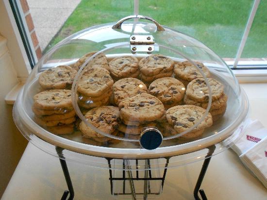 Hilton Garden Inn Williamsburg: complimentary cookies.