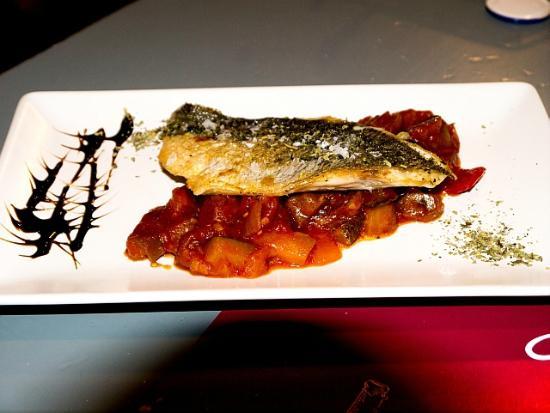Alquimia 29 : Grilled bream with delicious tomato sauce