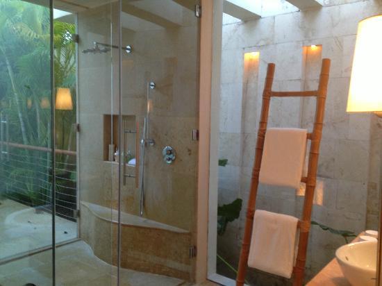Rosewood Mayakoba: OVERWATER LAGOON bathroom