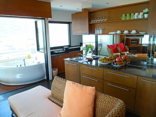 Patong Tower Holiday Rentals: Kitchen area